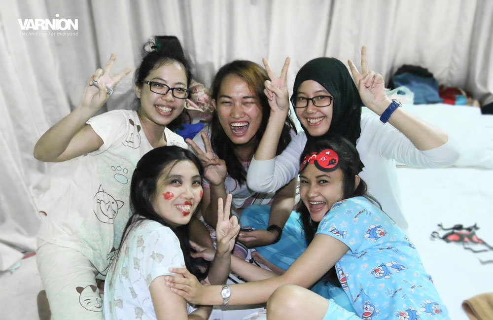 The Winning Team for Make Up ala Jeng Keli Competition - Varnion Ladies Camp 2015 - Day 2
