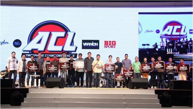 ACL Comitee pose on the stage with the winners